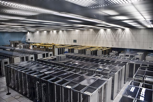 CERN_Server_By_Florian_Hirzinger_www.fh-ap.com_(Own_work_(Florian_Hirzinger))__[CC-BY-SA-3.0_(http_creativecommons.org_licenses_by-sa_3.0)]_via_Wikimedia_Commons